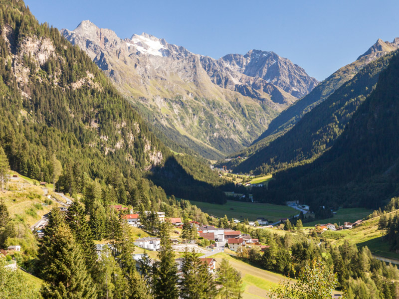 [Translate to en:] Pitztal im Sommer